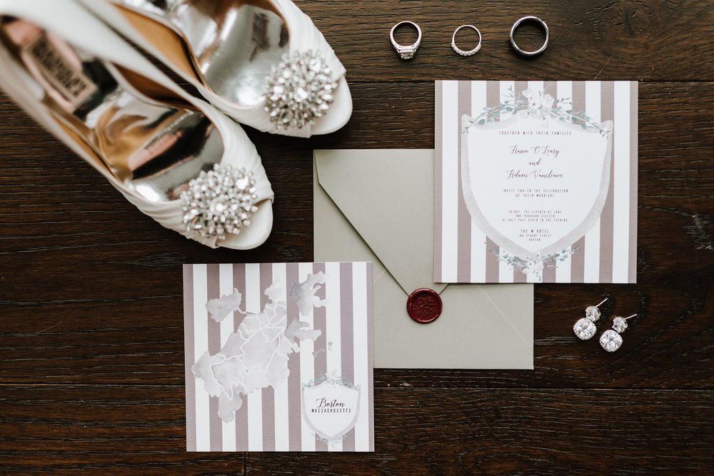 Watercolor Invitation Modern Chic by Vie de Vic | Photo: Annmarie Swift