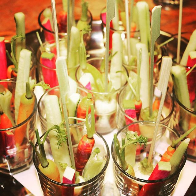 #tbt  winter 2016 & Christmas Crudite  #winter #chrismasparty #seasonsharvest #veg #throwbackthursday #cruditè #freshveggies #supplier #bcveggies #bcproduce #tastesbetter