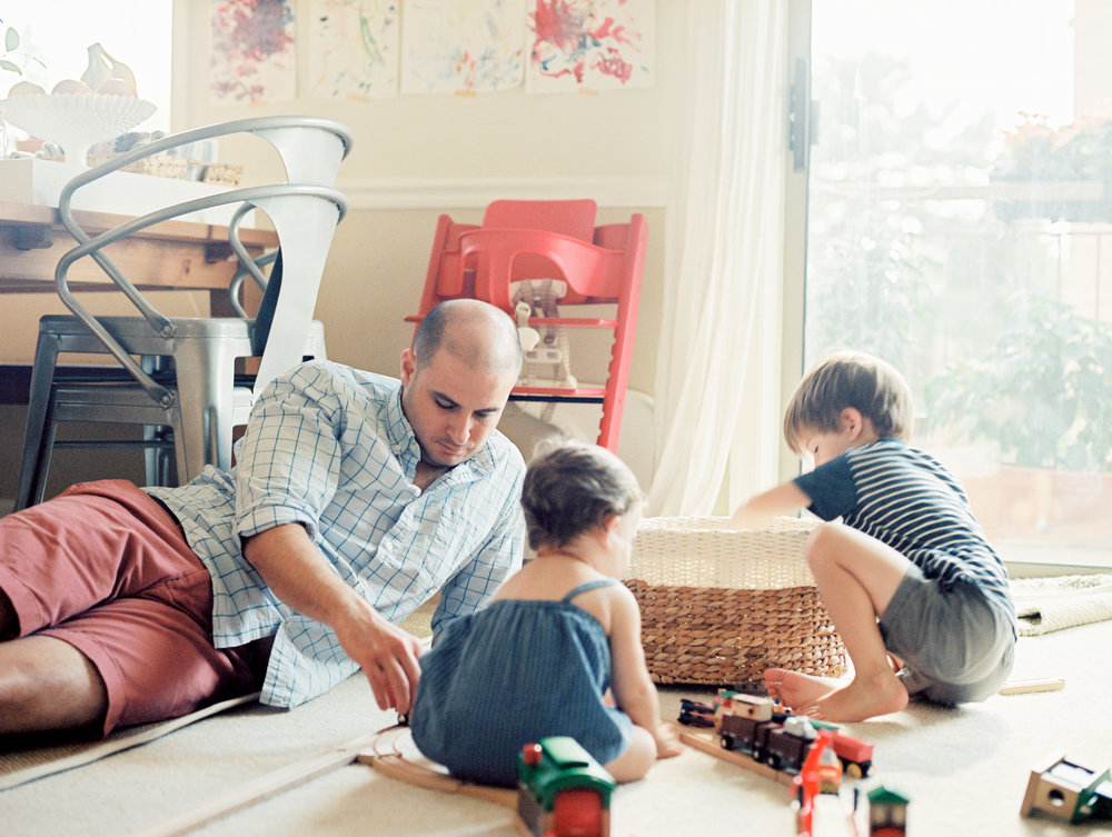 Anna-laero-in-home-lifestyle-documentary-photography-Washington-D.C.-Pittsburgh-PA-Family-Photographer