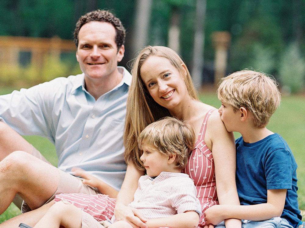 Pittsburgh_Pennsylvania_Best_Motherhood_Family_Photographer_Best_Film_-3.jpg