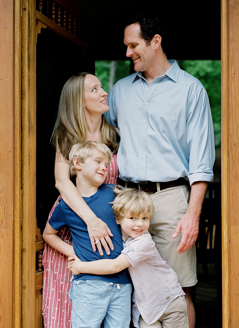 Pittsburgh_Pennsylvania_Best_Motherhood_Family_Photographer_Best_Film_-8.jpg