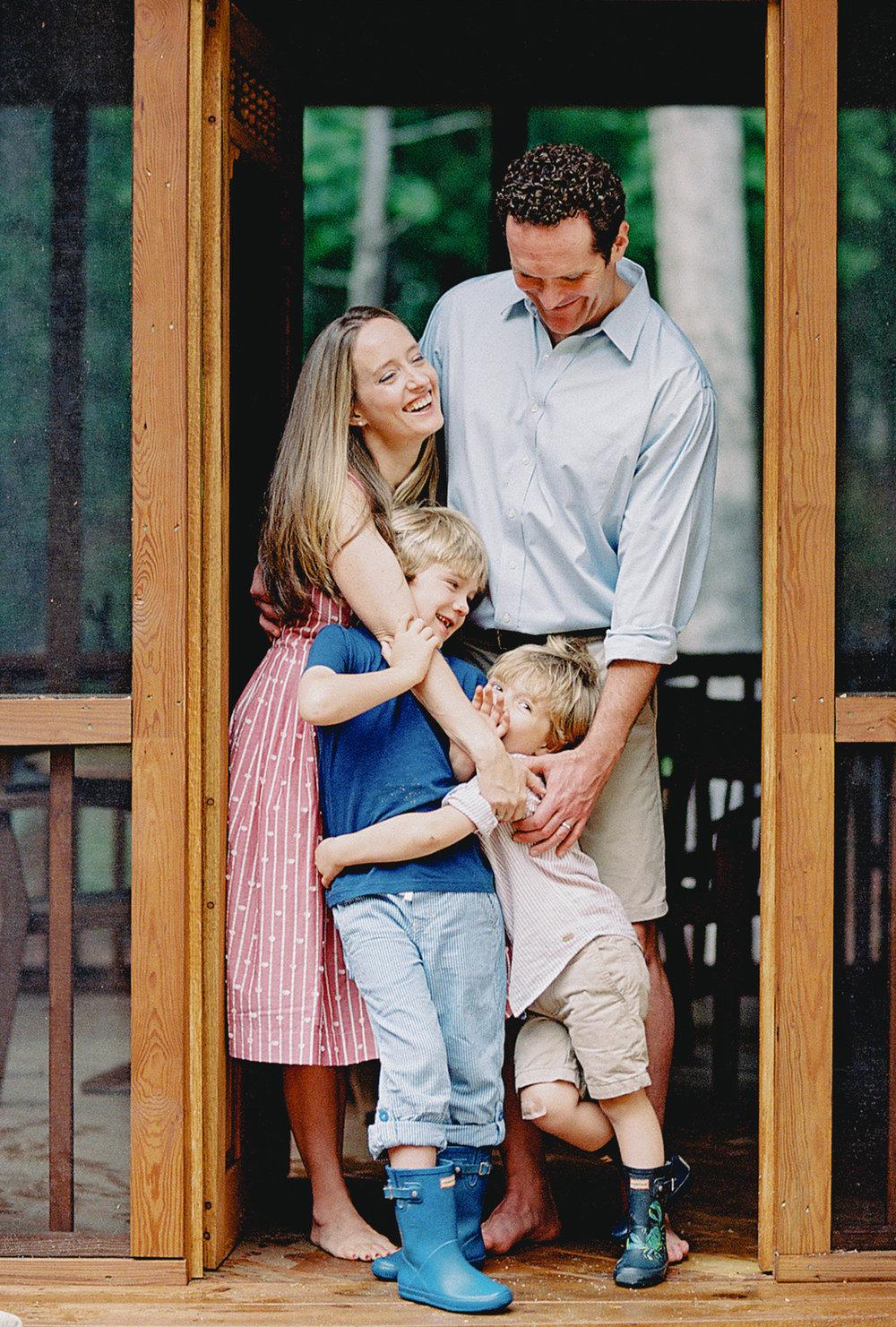 Pittsburgh_Pennsylvania_Best_Motherhood_Family_Photographer_Best_Film_-17.jpg