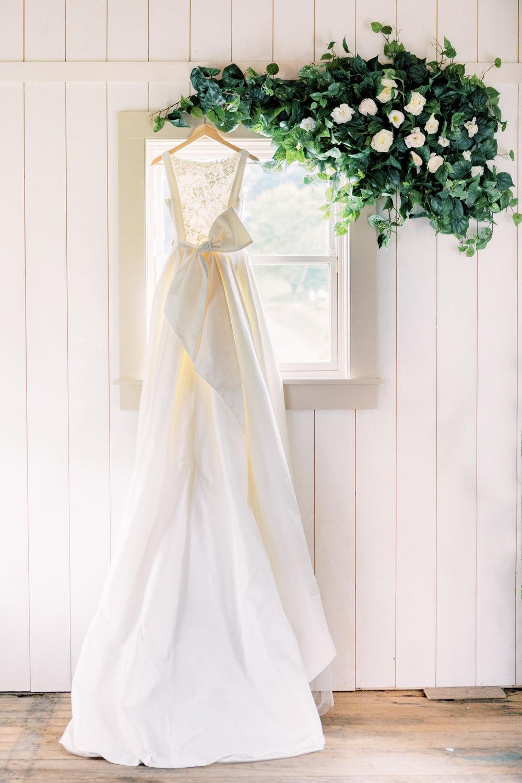 pittsburgh-wedding-photographer-garden-wedding-bumbleburgh-pennsylvania-elegant-wedding-dress-2.jpg