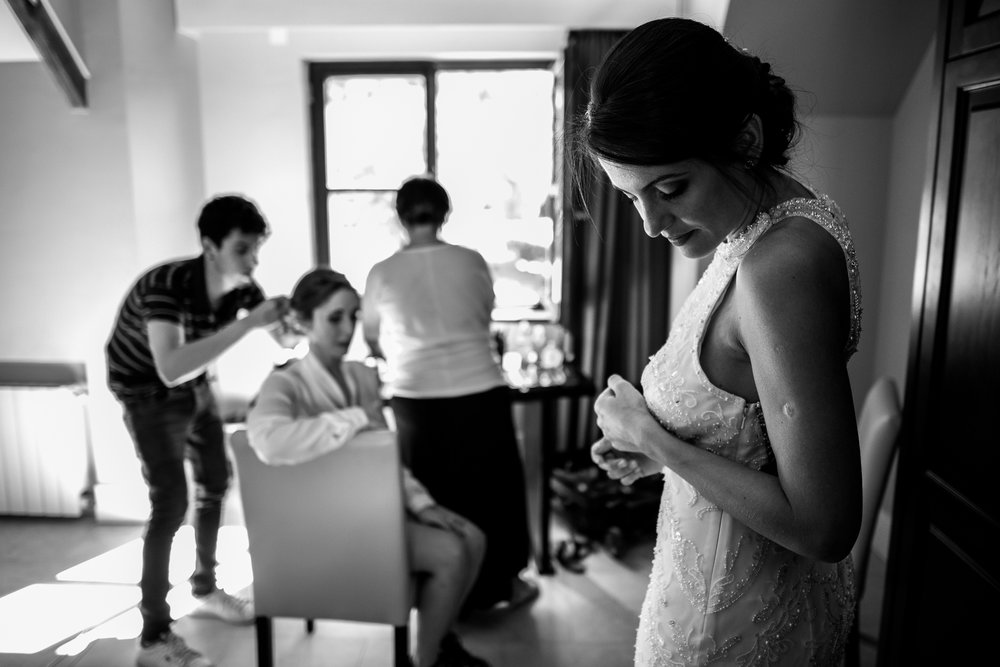 boda-bariloche-maxi-oviedo-fotografo-ramo-vestido-de-novia-14.jpg