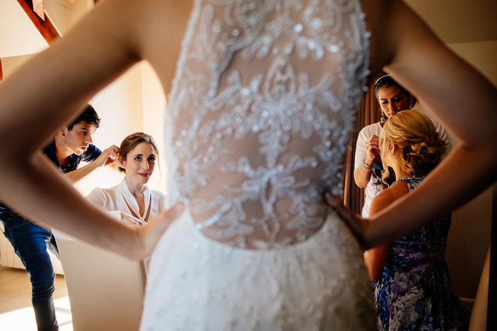 boda-bariloche-maxi-oviedo-fotografo-ramo-vestido-de-novia-15.jpg