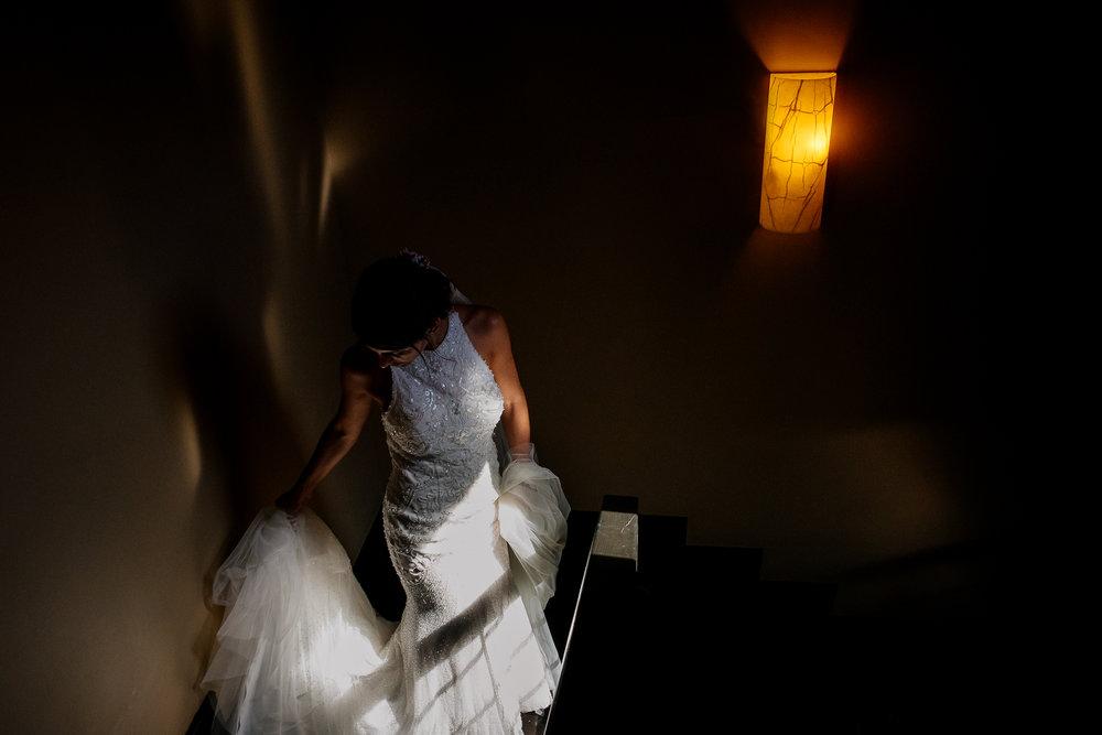 boda-bariloche-maxi-oviedo-fotografo-ramo-vestido-de-novia-18.jpg