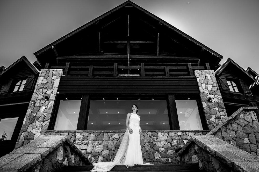 boda-bariloche-maxi-oviedo-fotografo-ramo-vestido-de-novia-19.jpg