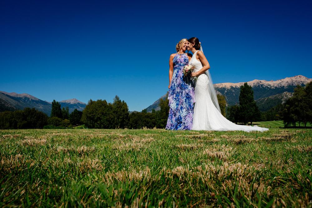 boda-bariloche-maxi-oviedo-fotografo-ramo-vestido-de-novia-22.jpg