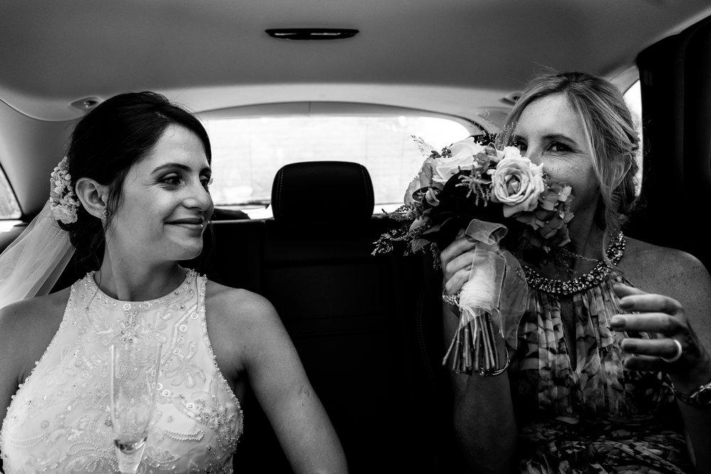 boda-bariloche-maxi-oviedo-fotografo-ramo-vestido-de-novia-24.jpg