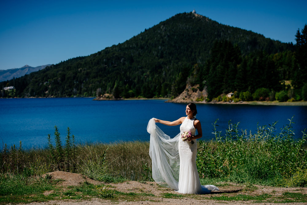 boda-bariloche-maxi-oviedo-fotografo-ramo-vestido-de-novia-25.jpg