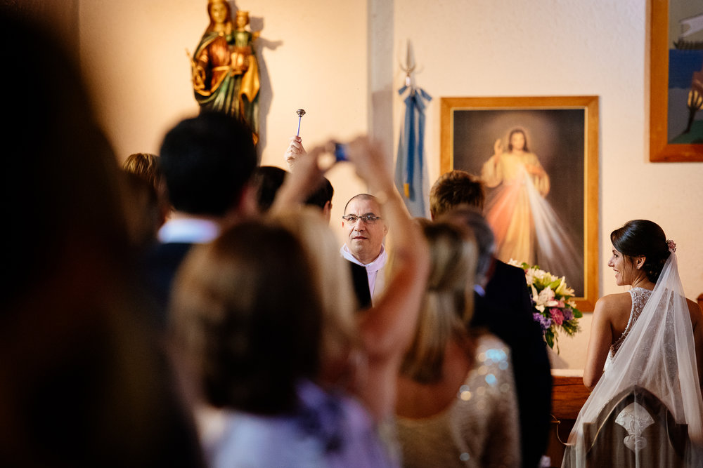 boda-bariloche-maxi-oviedo-fotografo-ramo-vestido-de-novia-30.jpg