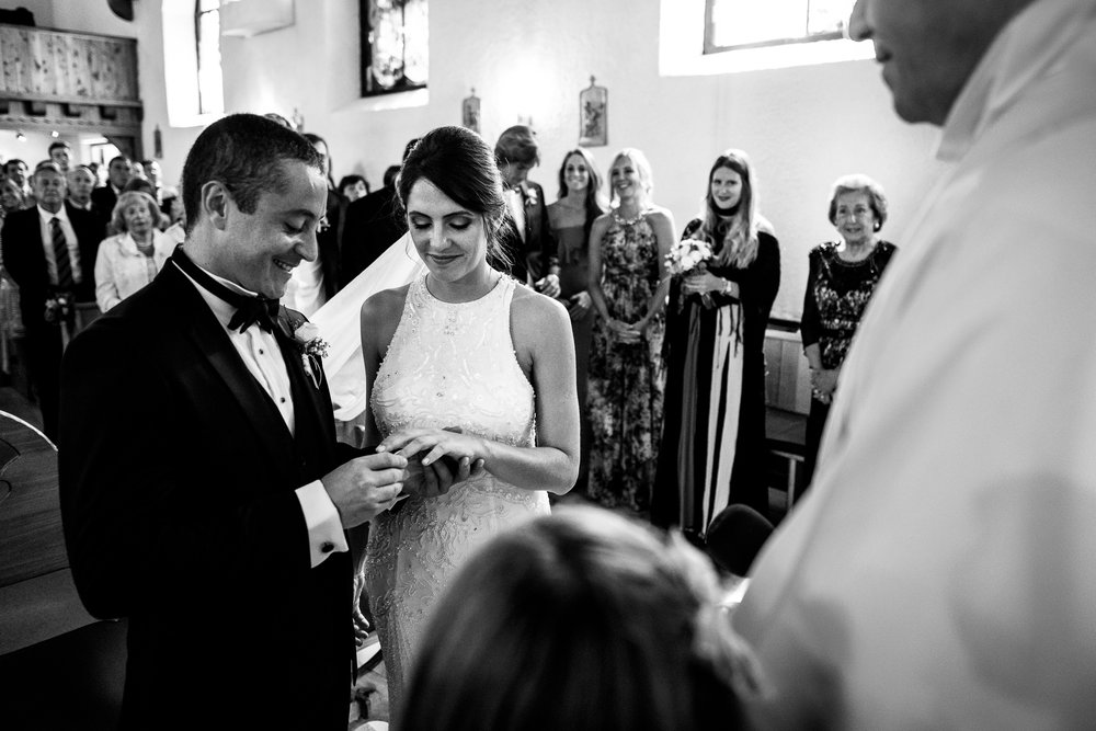 boda-bariloche-maxi-oviedo-fotografo-ramo-vestido-de-novia-37.jpg