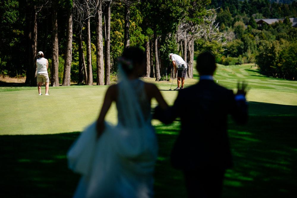 boda-bariloche-maxi-oviedo-fotografo-ramo-vestido-de-novia-49.jpg
