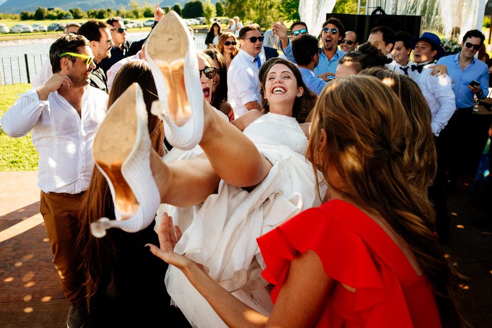 boda-bariloche-maxi-oviedo-fotografo-ramo-vestido-de-novia-58.jpg