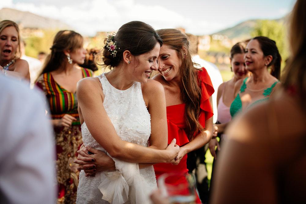 boda-bariloche-maxi-oviedo-fotografo-ramo-vestido-de-novia-62.jpg