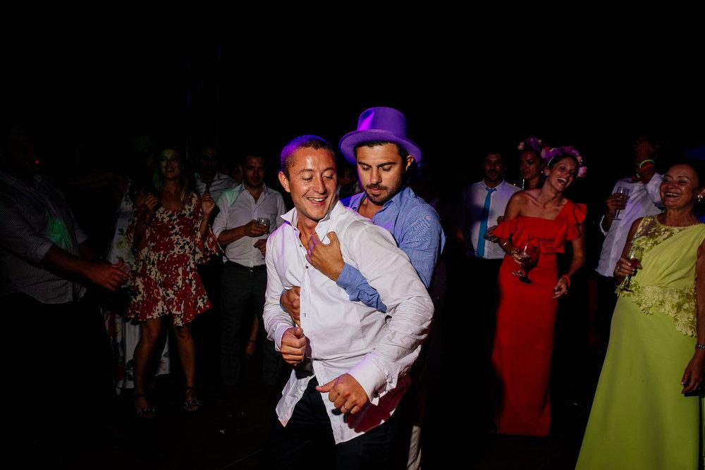 boda-bariloche-maxi-oviedo-fotografo-ramo-vestido-de-novia-74.jpg