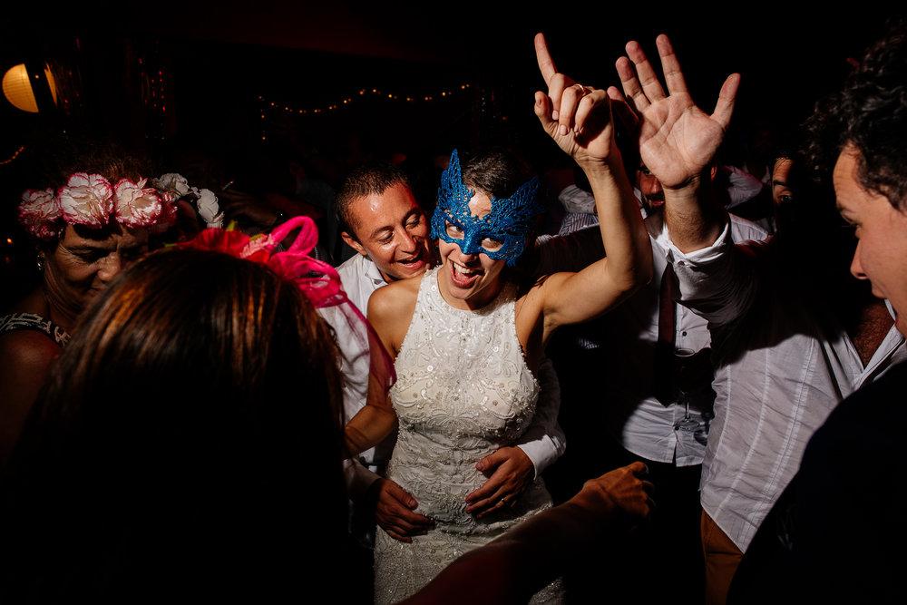 boda-bariloche-maxi-oviedo-fotografo-ramo-vestido-de-novia-77.jpg