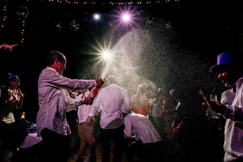 boda-bariloche-maxi-oviedo-fotografo-ramo-vestido-de-novia-78.jpg