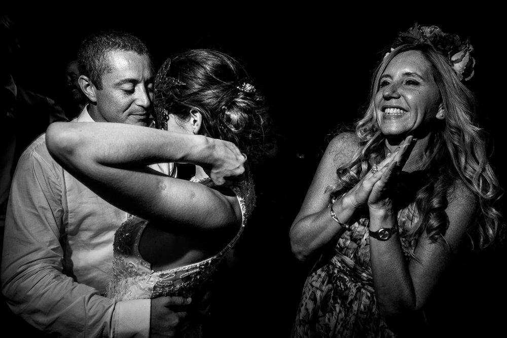 boda-bariloche-maxi-oviedo-fotografo-ramo-vestido-de-novia-71.jpg