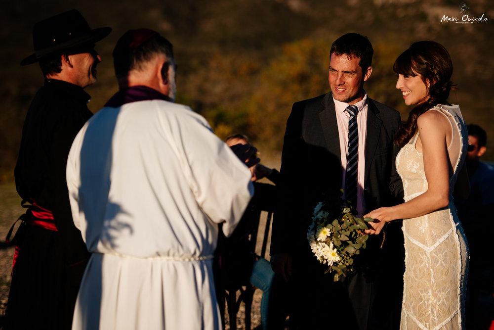 boda sextuple la cumbre cordoba cuchi corral fotografo de bodas fotografo de casamientos rosario san nicolas argentina vestido de novia ramo de novia-26.jpg