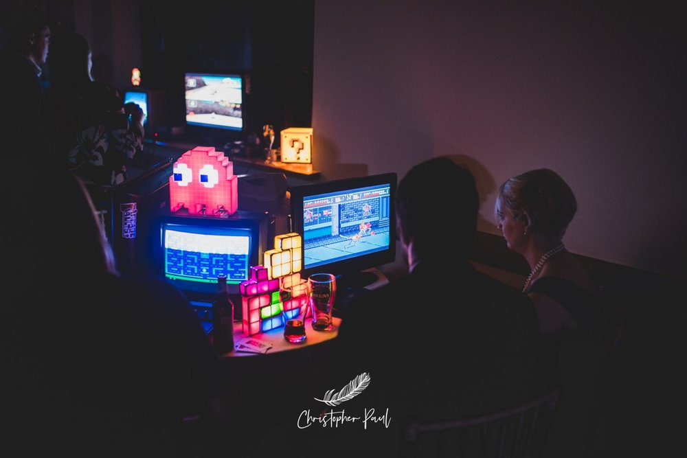 Retro games for your wedding, an awesome idea - Crushing it on street fighter