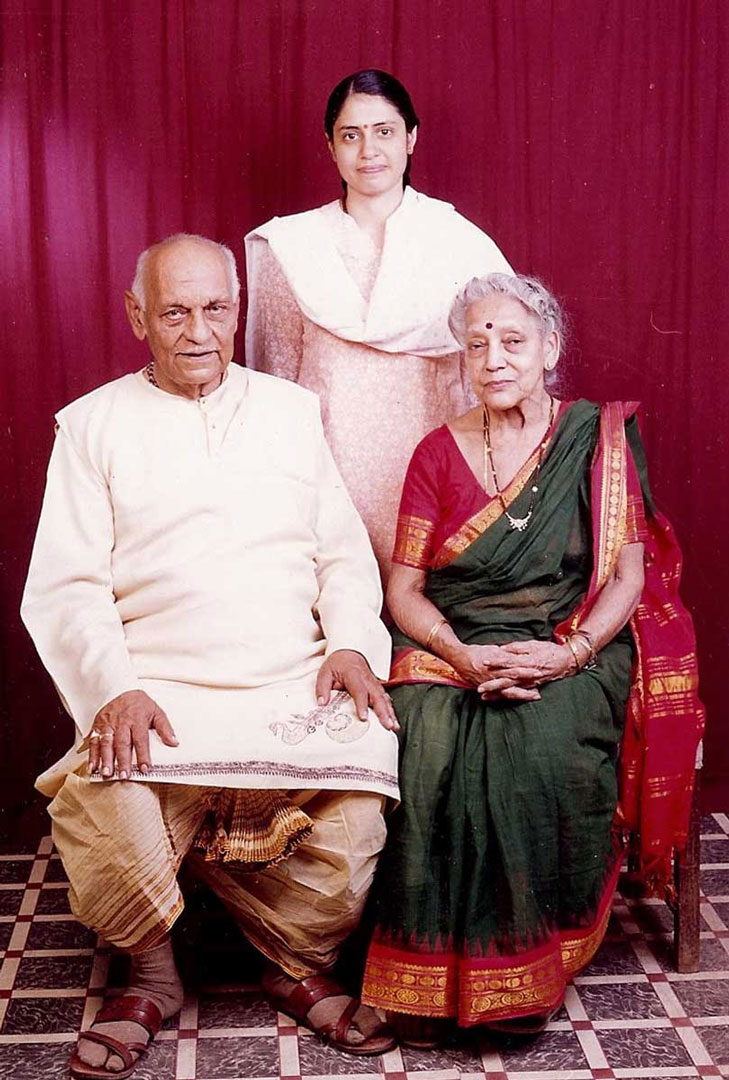Anupama With Guruji and Maaji