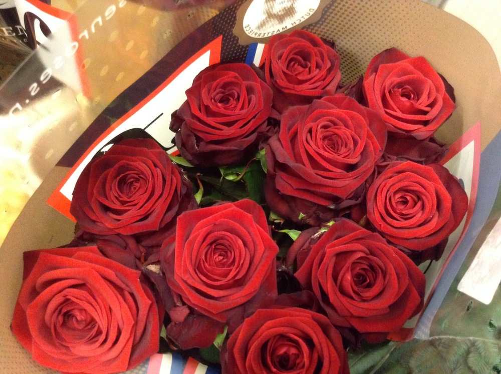 """Gorgeous top quality """"Red Naomi"""" roses will open to big full blooms unlike many supermarket roses."""