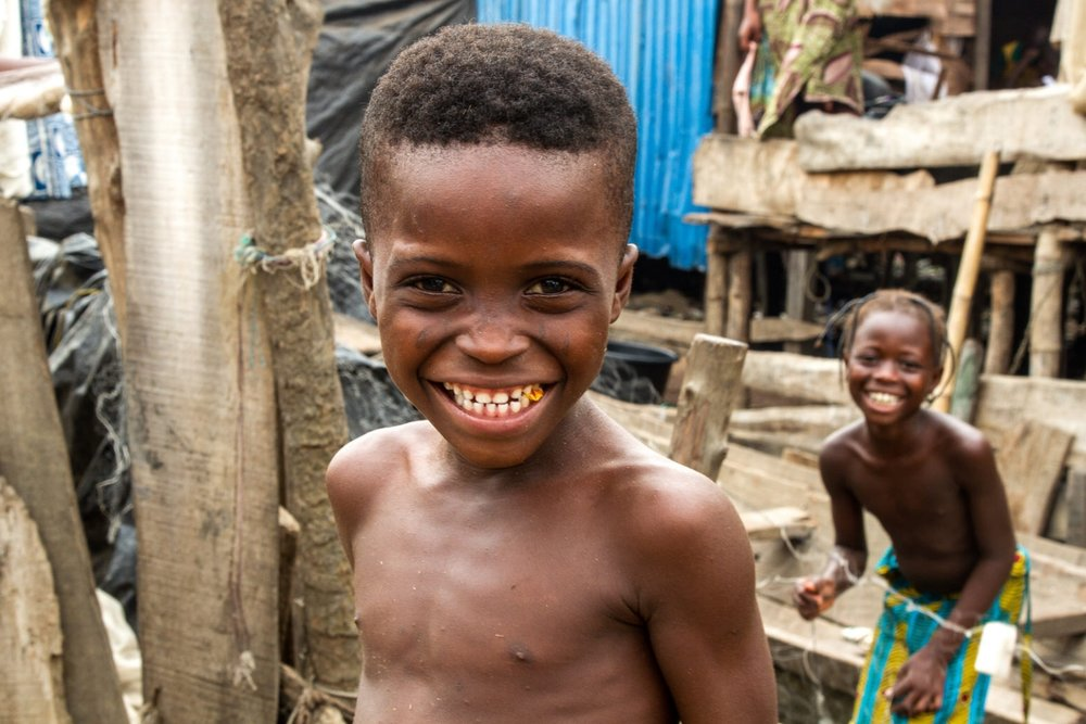 Sogunro, like many of the other waterfront settlements of Lagos, is primarily populated by the Egun ethnic group that originate in the south eastern parts of Nigeria, as well as in neighbouring Benin.