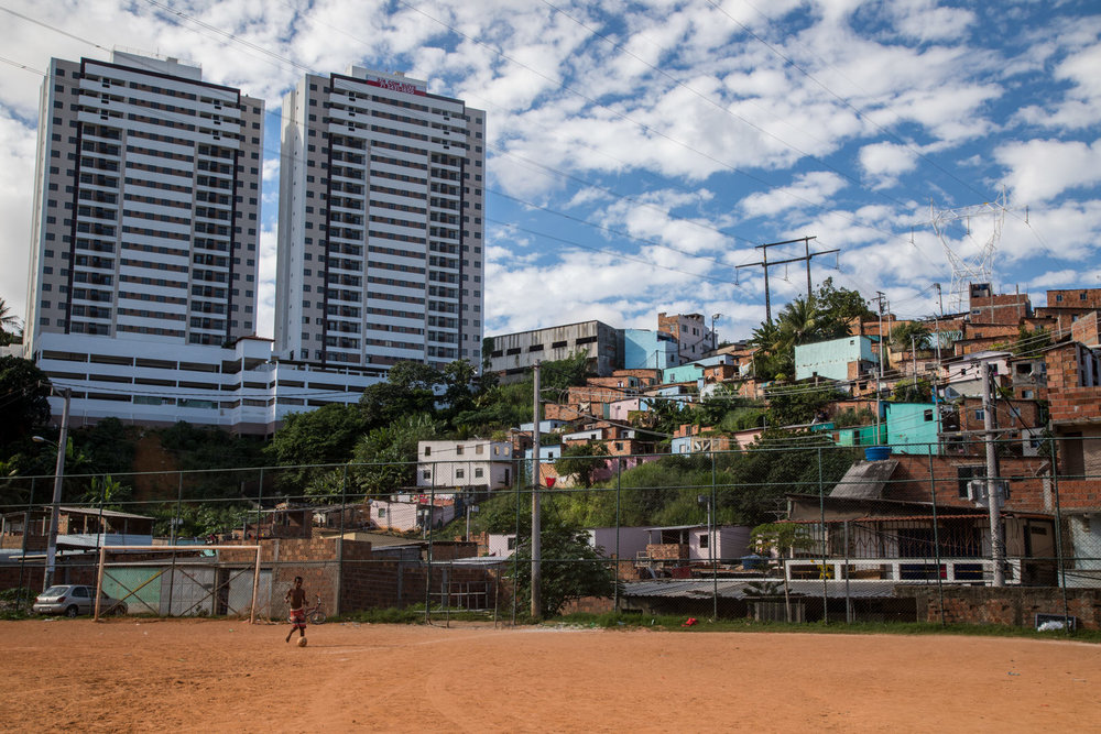 As across the rest of the country, urban areas such as Salvador have high levels of inequality. Often rich people in luxury condos live very visibly beside poor communities and informal settlements.