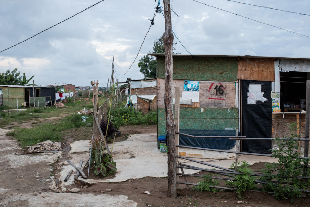 Many occupants that were squatting at the Bosque das Bromélias project occupied neighbouring land, known as Ocupação Guerreira Maria.