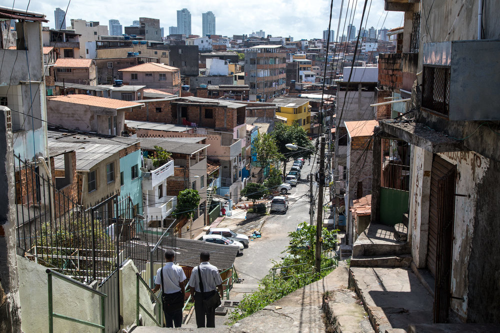 For a long time, the four communities that together comprise Nordeste de Amaralina have been facing social issues such as unemployment, low income and social unrest, in part due to police violence and drug trafficking.