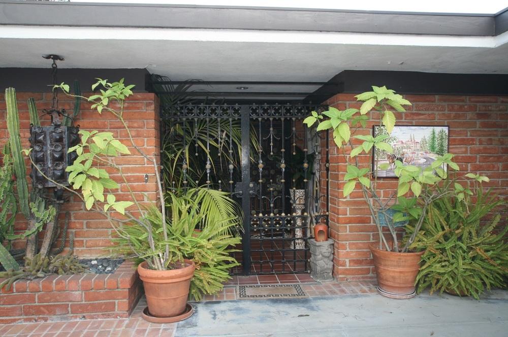 FRONT DOORGATES.jpg