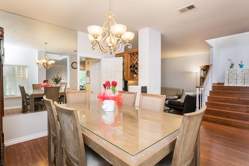 012-Dining_Room-3717861-small.jpg