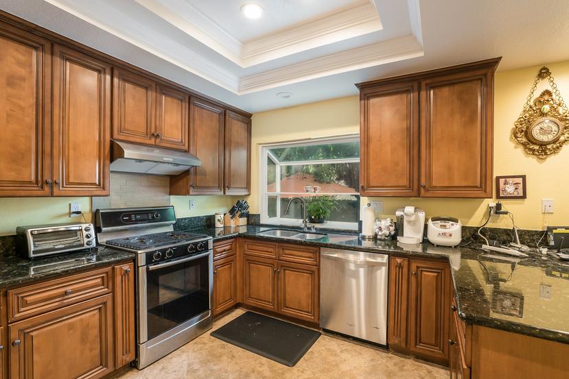 016-Kitchen-3717869-small.jpg