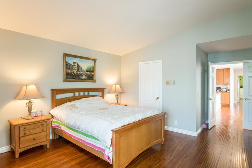 029-Master_Bedroom-3717886-small.jpg