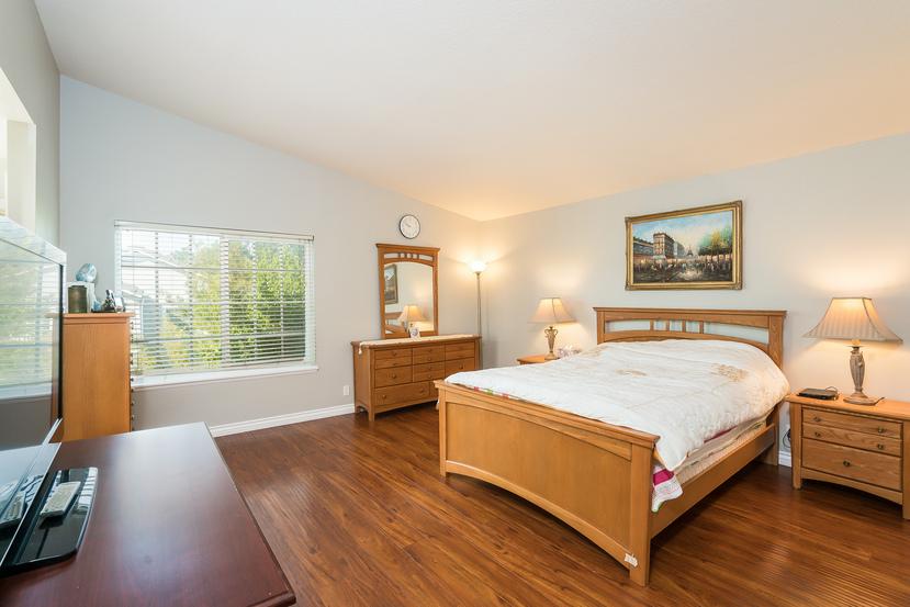 030-Master_Bedroom-3717882-small.jpg
