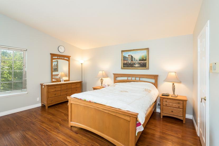 031-Master_Bedroom-3717884-small.jpg