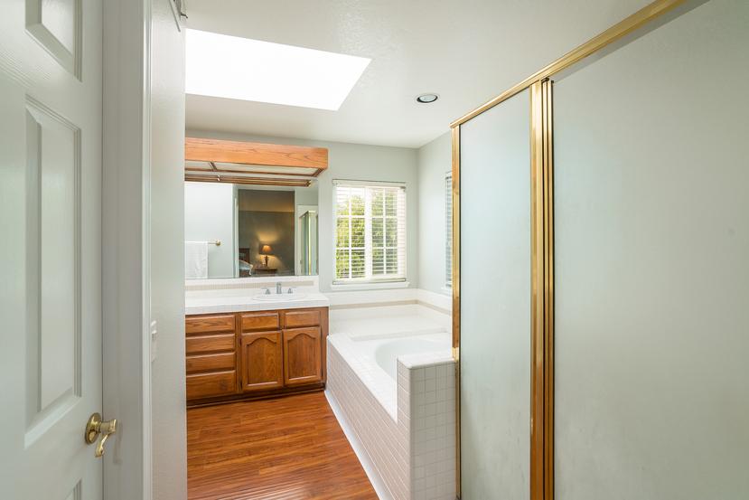036-Master_Bathroom-3717889-small.jpg
