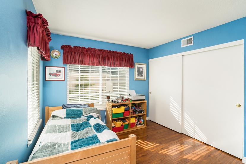 040-Bedroom-3717883-small.jpg