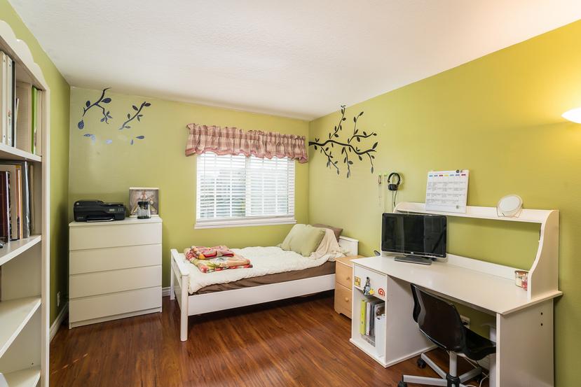 041-Bedroom-3717878-small.jpg
