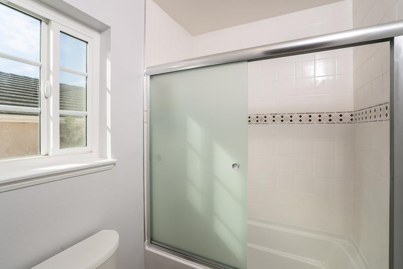 044-Bathroom-3717875-small.jpg
