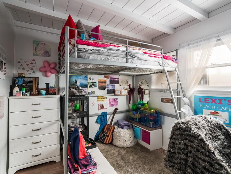 015-Bedroom-3736783-small4x3.jpg