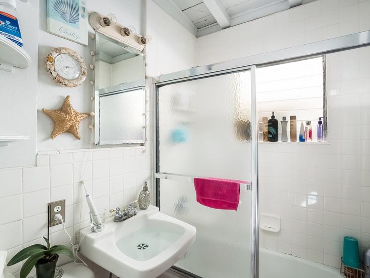 017-Bathroom-3736790-small4x3.jpg