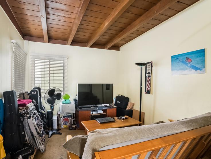 019-Living_Room-3736784-small4x3.jpg