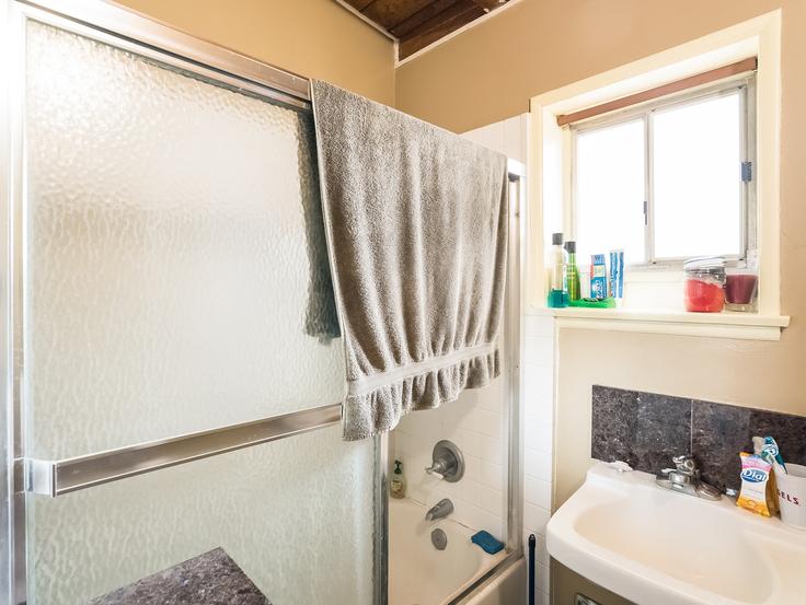 023-Master_Bathroom-3736788-small4x3.jpg