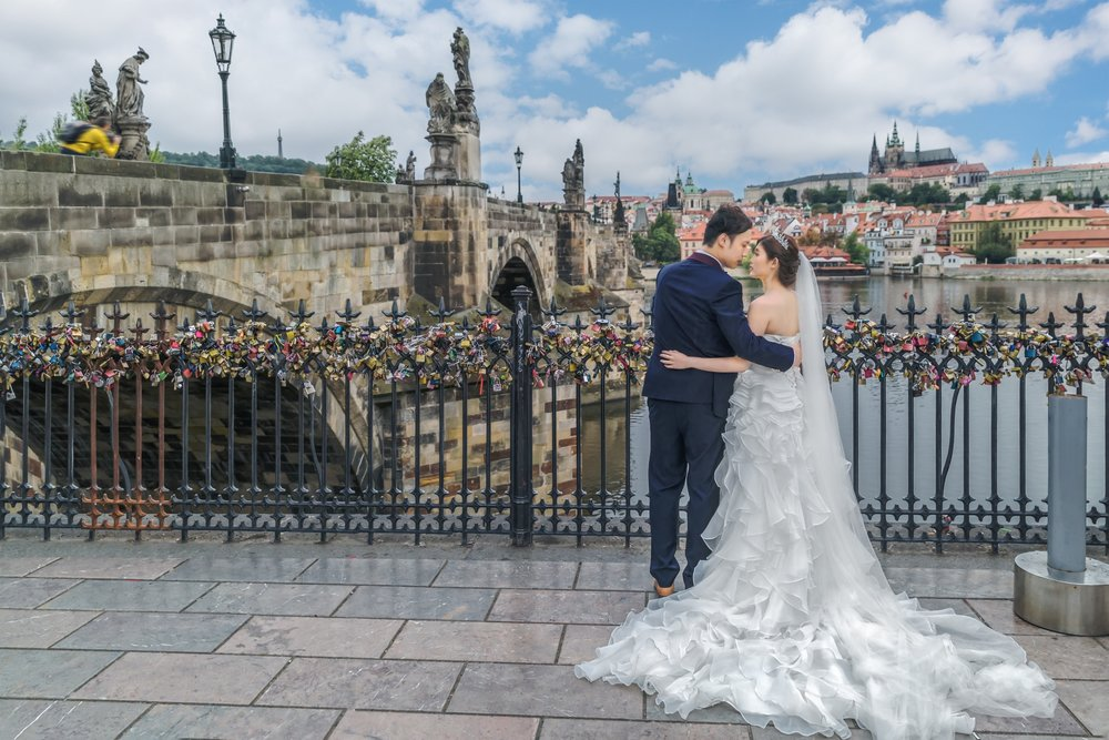 Prague Prewedding - Charles Bridge