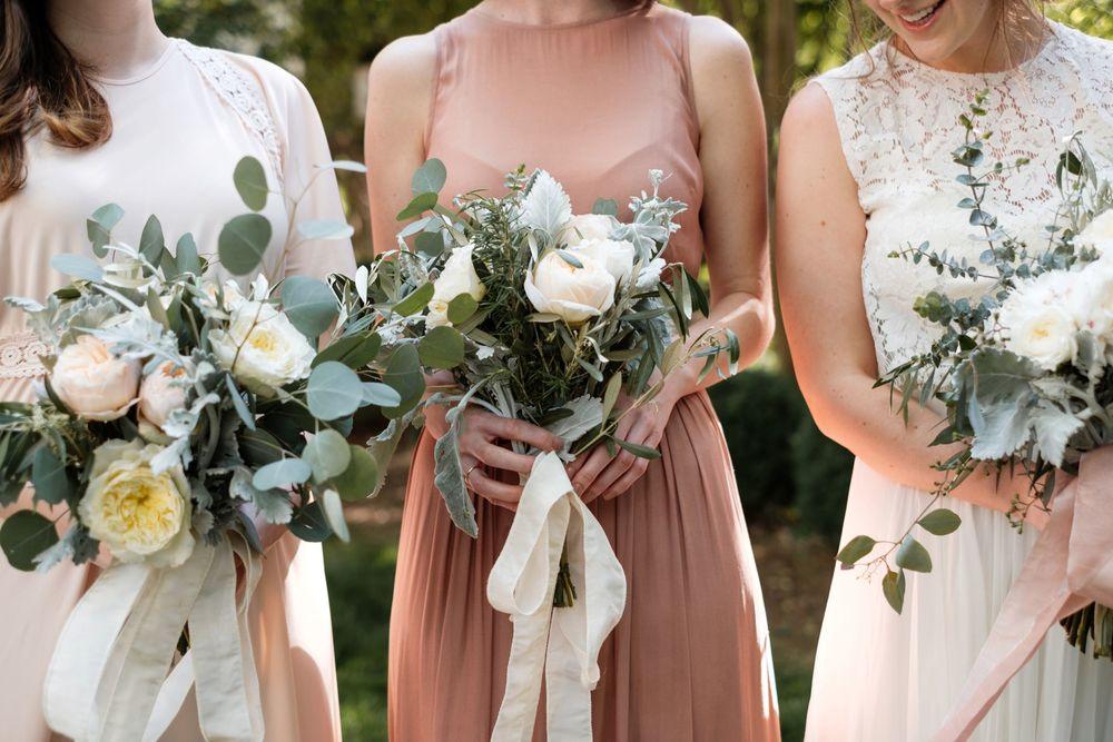 backyard-wedding-photos-greenville-lesley-aaron_0011.jpg