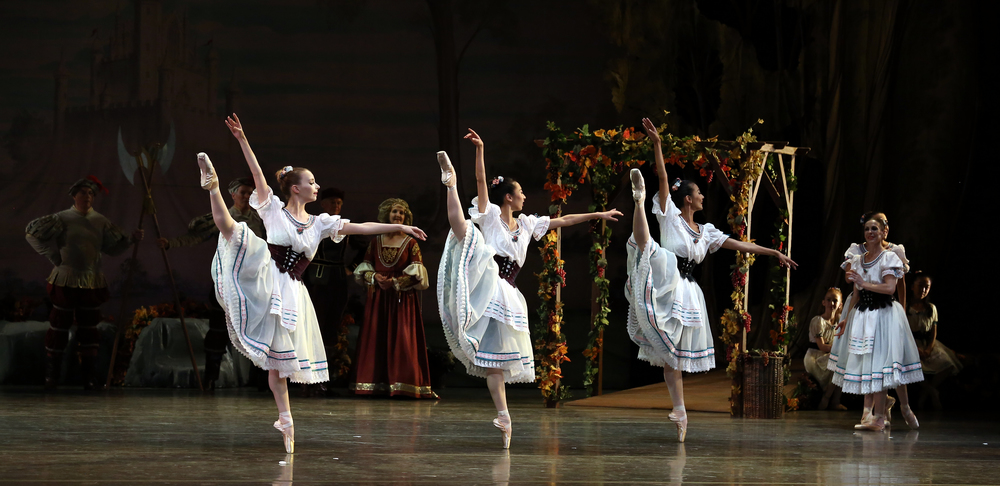 Photo by Bari Lee of Chloé Sherman Cindy Huang and Jing Zhang with SVB in Alicia Alonso's  Giselle.