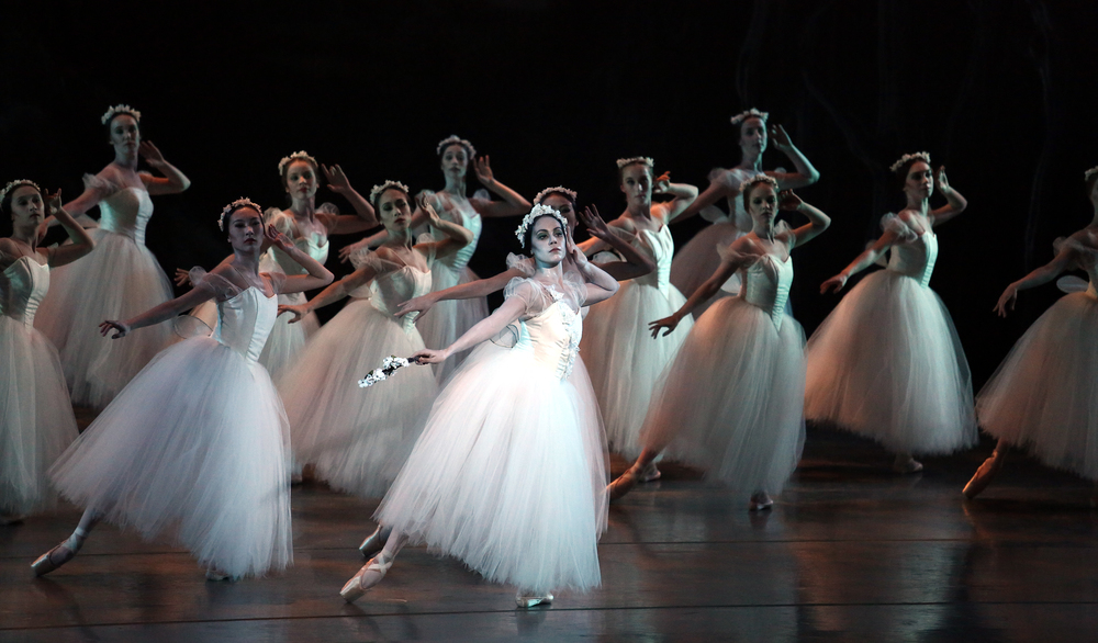 Alicia Alonso's  Giselle,  photo by Bari Lee.