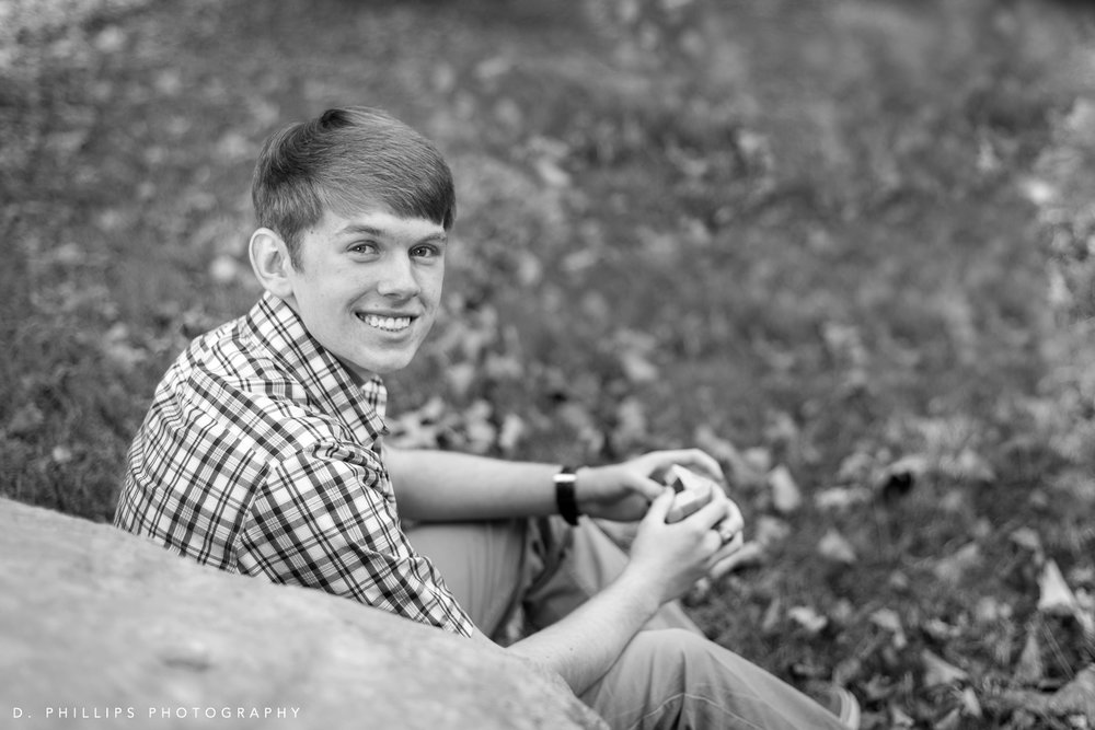 Lifestyle natural light senior photos  , Clarksville TN | D. Phillips Photography | www.dphillipsphotography.com